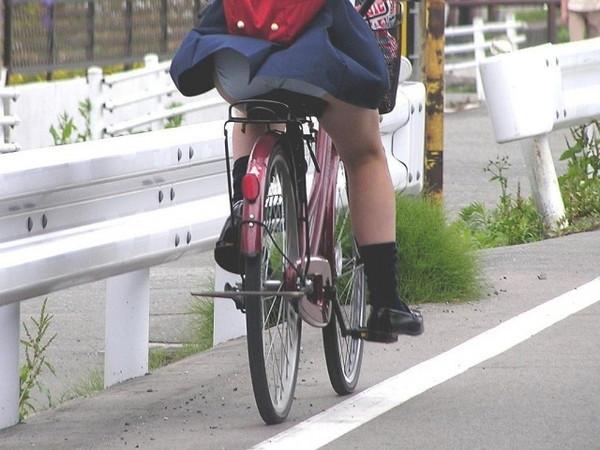 【パンチラ画像】街角でみつけたラッキーハプニングな素人のパンチラ画像ww 09