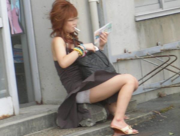 【パンチラ画像】街角でみつけたラッキーハプニングな素人のパンチラ画像ww 19