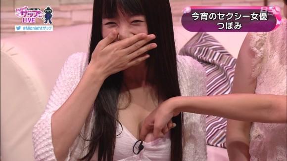 【放送事故画像】テレビに映る窮屈そうなオッパイをこの手で開放してあげたいwww