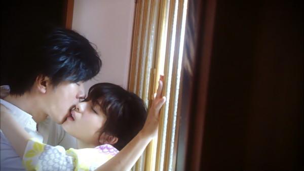 【放送事故画像】テレビに映ったキスシーンやキス顔って妙に興奮するww 06