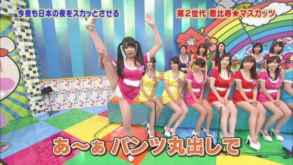 【放送事故画像】パンチラ&ローライズ&パンツ全開wテレビに映る色んなパンツww 01