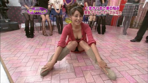 【放送事故画像】パンチラ&ローライズ&パンツ全開wテレビに映る色んなパンツww 09