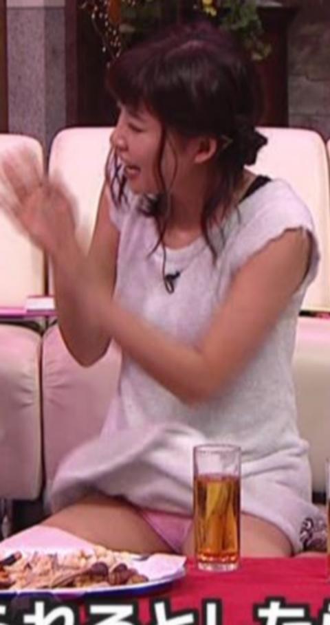 【放送事故画像】パンチラ&ローライズ&パンツ全開wテレビに映る色んなパンツww 12