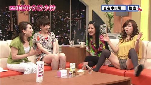 【放送事故画像】テレビで大開脚!あわやマンちらか!?www 17