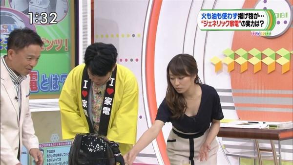 【放送事故画像】テレビに映ったオッパイを好きにしていいって言われたらどぉする?ww 09