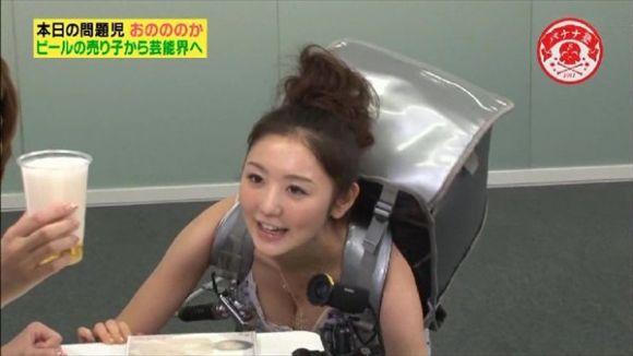 【放送事故画像】テレビに映ったオッパイを好きにしていいって言われたらどぉする?ww 14