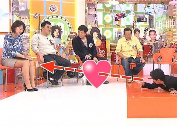 【放送事故画像】テレビでもお構いなしに股を広げてパンツ見せちゃう女達www 02