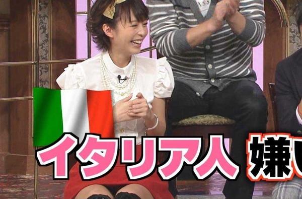 【放送事故画像】テレビでもお構いなしに股を広げてパンツ見せちゃう女達www 03