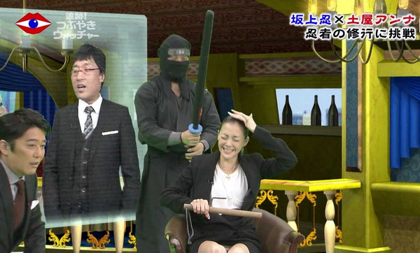 【放送事故画像】テレビでもお構いなしに股を広げてパンツ見せちゃう女達www 04