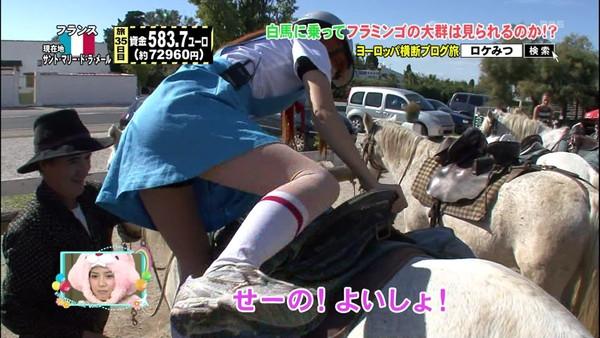 【放送事故画像】テレビでもお構いなしに股を広げてパンツ見せちゃう女達www 06