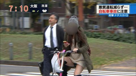 【放送事故画像】テレビでもお構いなしに股を広げてパンツ見せちゃう女達www 07