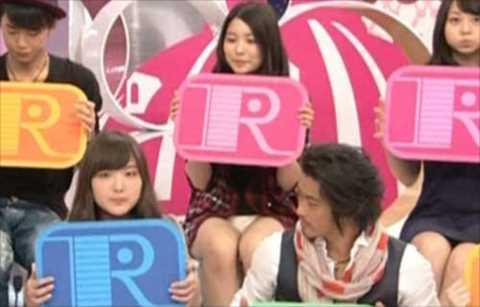 【放送事故画像】テレビでもお構いなしに股を広げてパンツ見せちゃう女達www 10