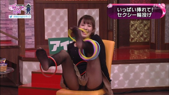 【放送事故画像】テレビでもお構いなしに股を広げてパンツ見せちゃう女達www 11