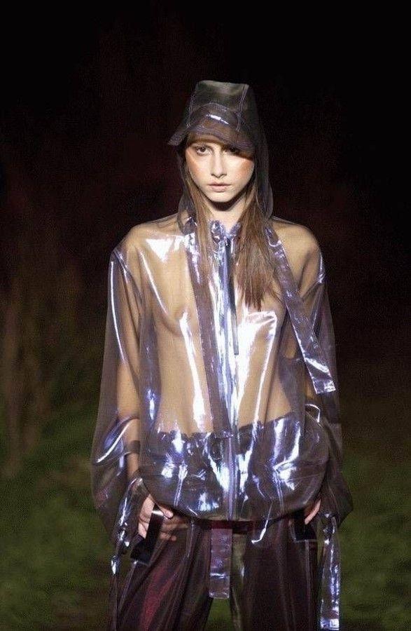 【お宝エロ画像】ファッションショーがオッパイショーとパンチラショーになってるwww 11