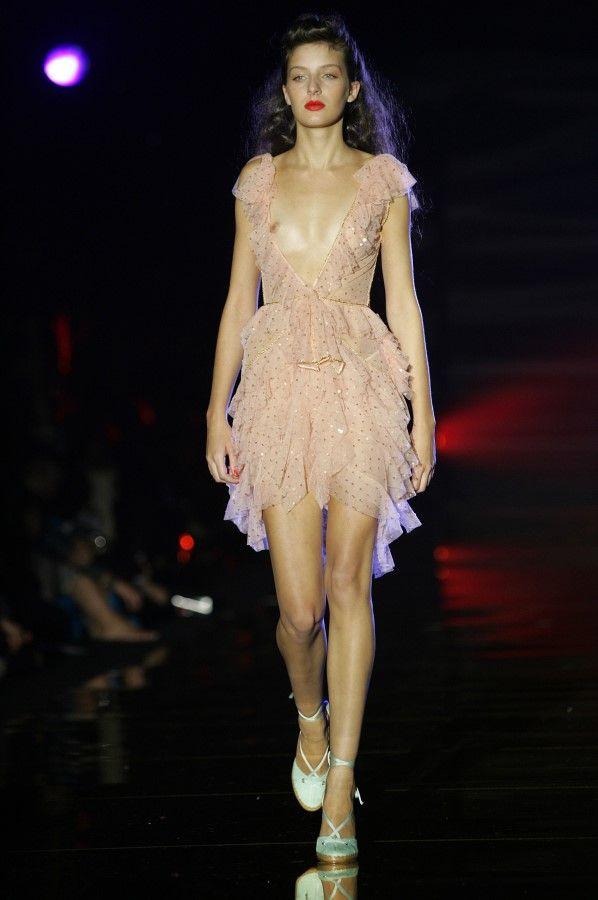 【お宝エロ画像】ファッションショーがオッパイショーとパンチラショーになってるwww 12