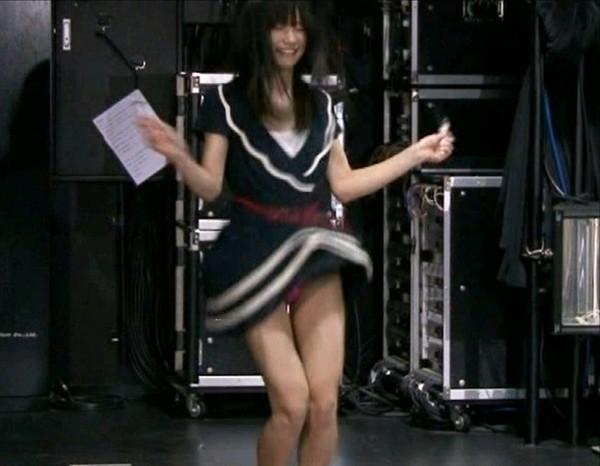 【放送事故画像】視聴率取るならパンツくらい見えてもお構いないの女達www 02