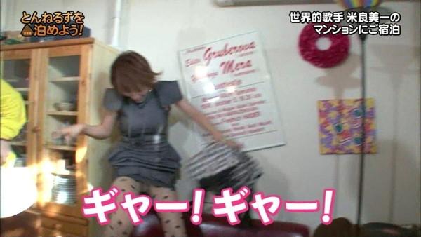 【放送事故画像】視聴率取るならパンツくらい見えてもお構いないの女達www 08