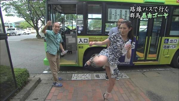 【放送事故画像】視聴率取るならパンツくらい見えてもお構いないの女達www 19