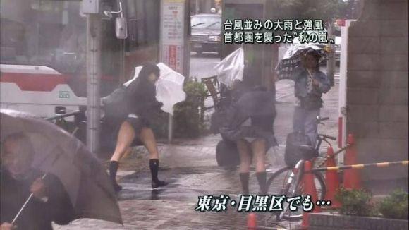 【放送事故画像】視聴率取るならパンツくらい見えてもお構いないの女達www 21