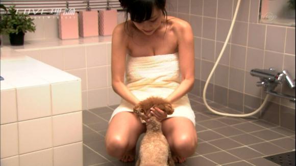 【放送事故画像】入浴シーンに映るオッパイやお尻ってエロさ際立ってやばいよなwww