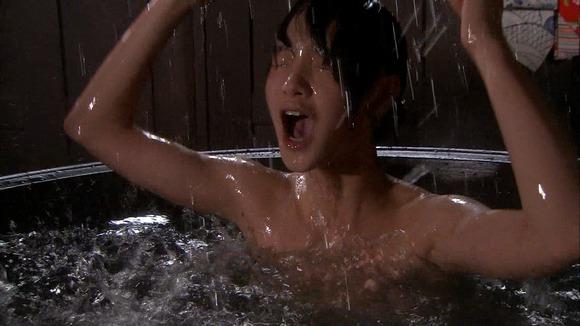【放送事故画像】入浴シーンに映るオッパイやお尻ってエロさ際立ってやばいよなwww 03