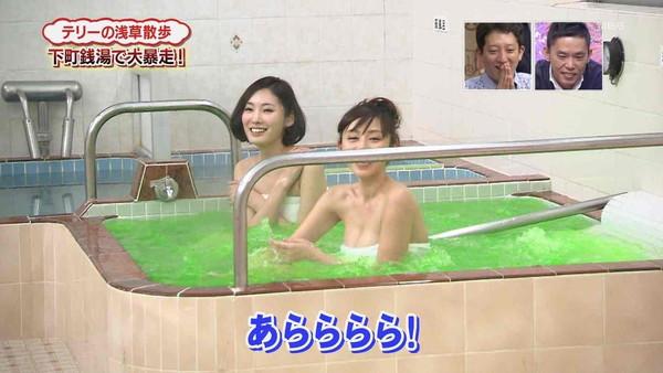 【放送事故画像】入浴シーンに映るオッパイやお尻ってエロさ際立ってやばいよなwww 17
