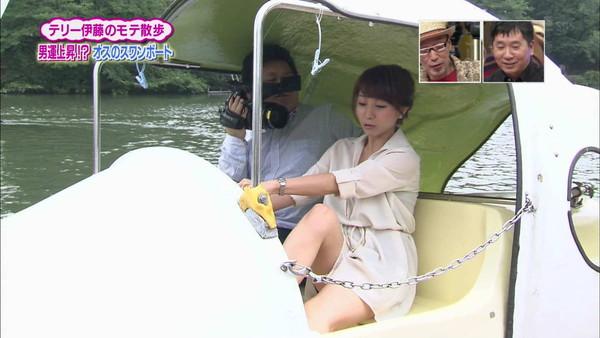 【放送事故画像】パンツちらつかせながらテレビに映るって痴女なの?www