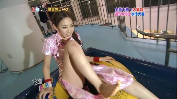 【放送事故画像】パンツちらつかせながらテレビに映るって痴女なの?www 11