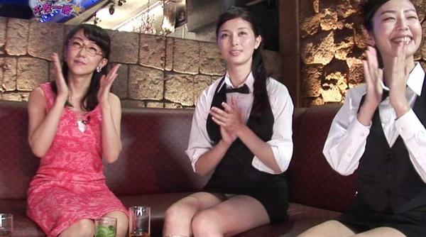 【放送事故画像】パンツちらつかせながらテレビに映るって痴女なの?www 17