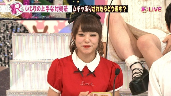 【放送事故画像】パンツちらつかせながらテレビに映るって痴女なの?www 22