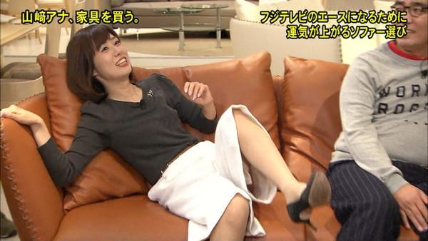 【放送事故画像】パンツちらつかせながらテレビに映るって痴女なの?www 23