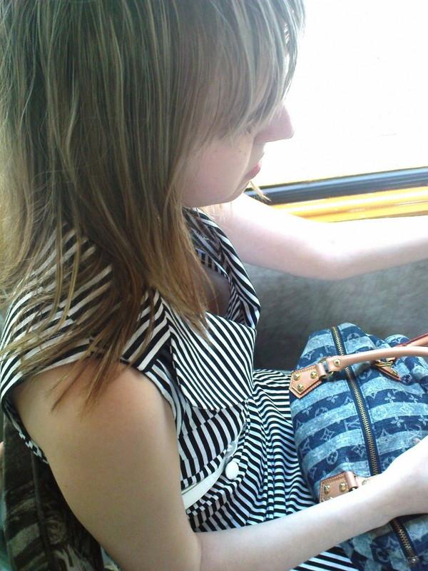 【ポロリ画像】外人さんてブラジャー付けるっていう習慣ないんですか?www 04