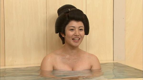 【放送事故画像】お湯に浮かぶ芸能人たちのオッパイがエロくてたまらんwww 07