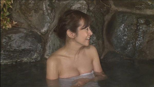 【放送事故画像】お湯に浮かぶ芸能人たちのオッパイがエロくてたまらんwww 22