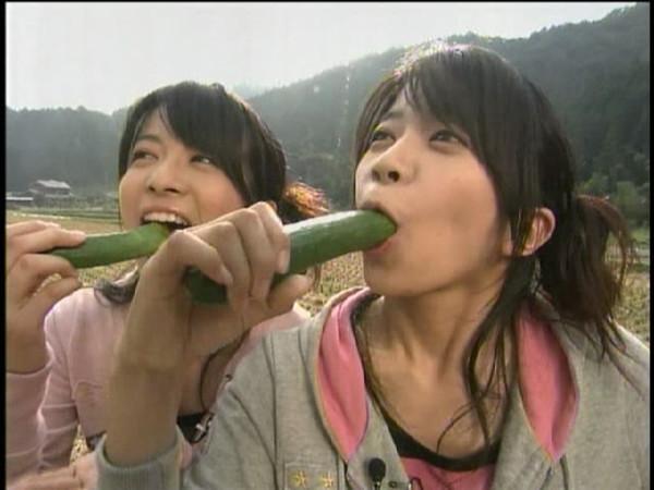 【放送事故画像】この女達は自らこんなエロい食べ方をしてるのか、それともさせられてるのかww 23