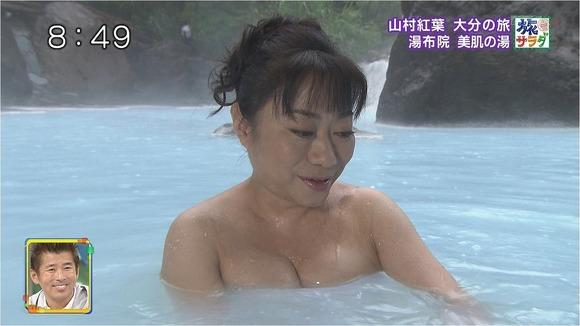 【放送事故画像】何で女ってバスタオル巻くときいっつもオッパイ半分くらい出すんだ?www 18