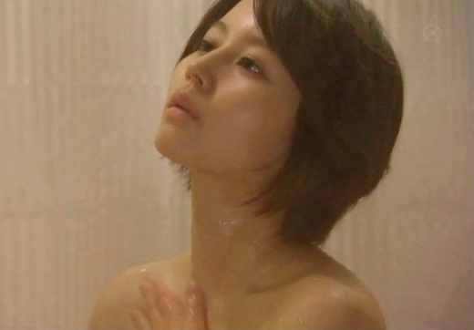 【放送事故画像】何で女ってバスタオル巻くときいっつもオッパイ半分くらい出すんだ?www 22
