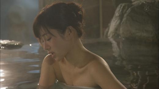 【放送事故画像】何で女ってバスタオル巻くときいっつもオッパイ半分くらい出すんだ?www 23