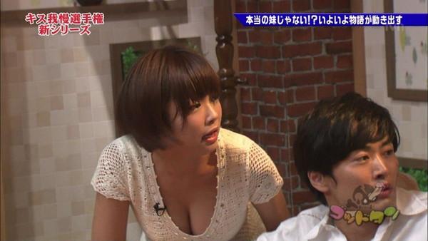 【放送事故画像】はちきれんばかりのオッパイがテレビに映るwww 15
