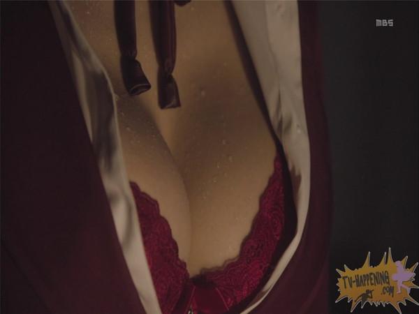 【お宝エロ画像】監獄学園第3話!脱衣シーンで女の下着姿映りまくりww 25