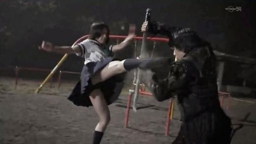 【お宝エロ画像】女優の戦ってるシーンで見えるパンツがエロすぎるwww 14