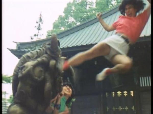 【お宝エロ画像】女優の戦ってるシーンで見えるパンツがエロすぎるwww 21