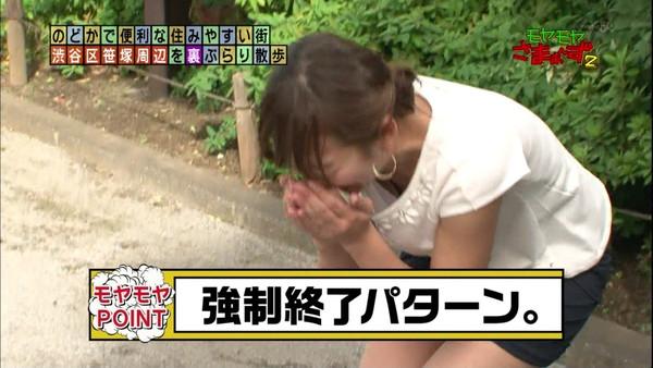 【放送事故画像】テレビに映るのにオッパイやら谷間やら映り過ぎ!!