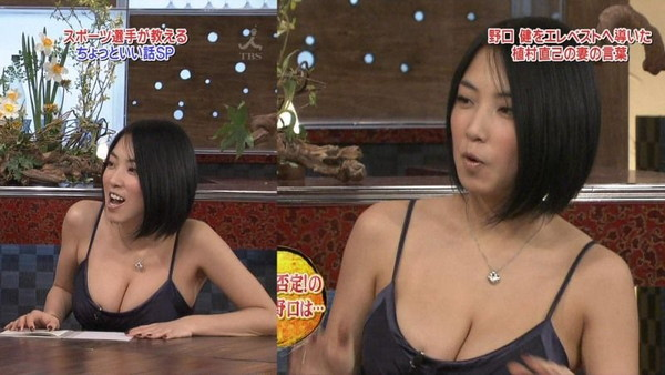 【放送事故画像】テレビに映るのにオッパイやら谷間やら映り過ぎ!! 11
