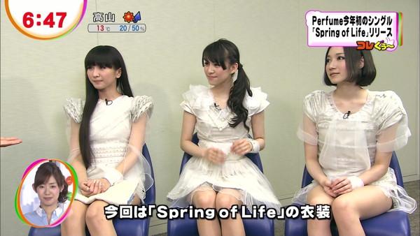 【放送事故画像】女子アナやアイドルの太ももってテレビで見られるだけあってエロいよなww 03