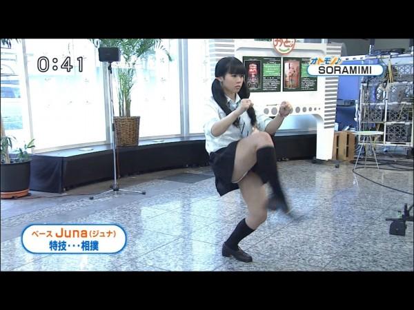 【放送事故画像】女子アナやアイドルの太ももってテレビで見られるだけあってエロいよなww 19
