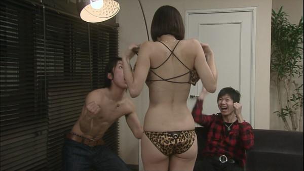 【放送事故画像】ドラマやCMなどに下着姿を晒された女達!! 16