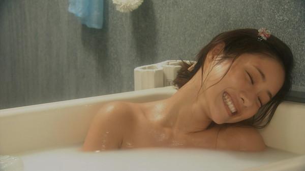 【放送事故画像】すべすべのお肌とプルンプルンのオッパイが見れる入浴シーン最高ww 19