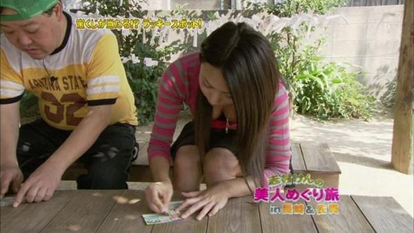 【放送事故画像】女子アナやアイドルが胸元チラチラ見せるもんだから勃起してきたんだがwww 16