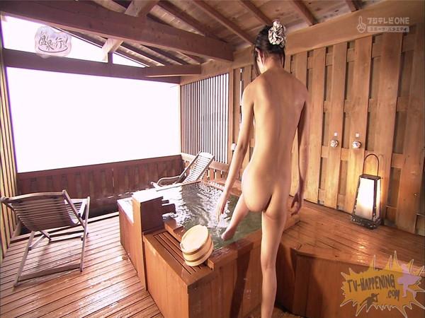 【放送事故画像】もしやパイパン?温泉に行こうに出た女性がパイパンっぽいので際どいシーンがやばいww 21